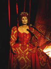 Rajni as Elizabeth I in Mr Quiver. Photo by Theron Schmidt.